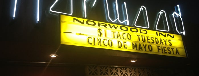 Norwood Bar & Lounge is one of Chill and grill.