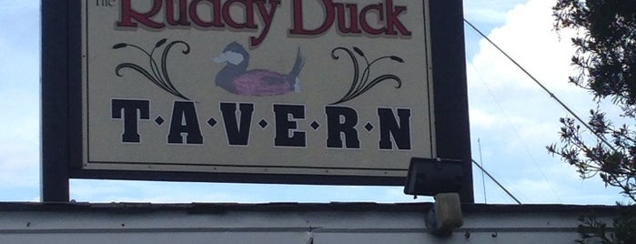Ruddy Duck Tavern is one of Beach hangouts.