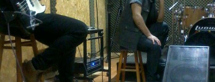 Audiowave Studio is one of Meus locais.
