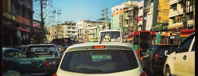 ถนน จรัญสนิทวงศ์ is one of ถนน.