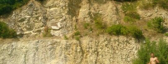 Vápencový lom is one of Doly, lomy, jeskyně (CZ).