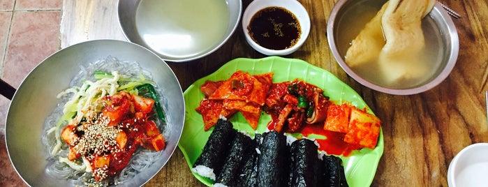 충무 명물 김밥세상 is one of 추천하는 맛집.