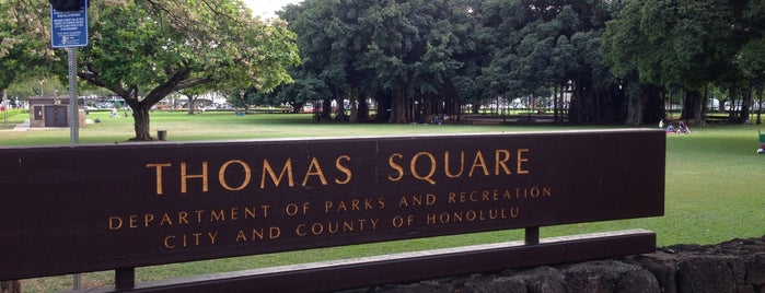 Thomas Square is one of Oafu.