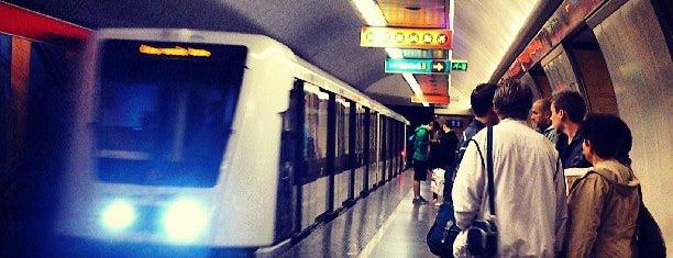 Deák Ferenc tér (M1, M2, M3) is one of M2-es metró.