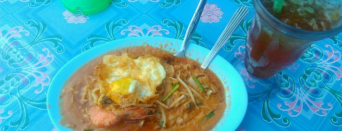 Char Kue Teow Berkuah is one of Top 10 dinner spots in Melaka,Malaysia.