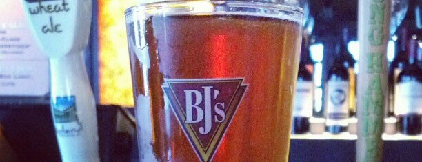 BJ's Restaurant and Brewhouse is one of Growler fill spots in Indy.