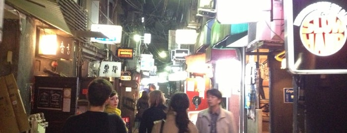 新宿ゴールデン街 Golden Gai is one of Japan must-dos!.