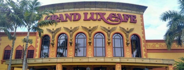Grand Lux Cafe is one of Peewee's Big Ass South Florida Food Adventure!.