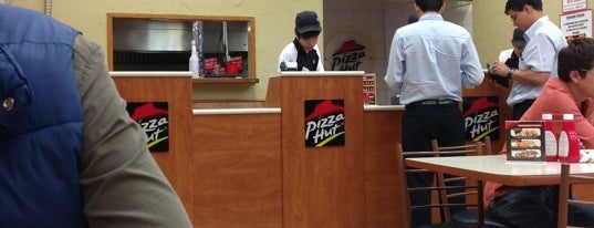 Pizza Hut is one of Comida.