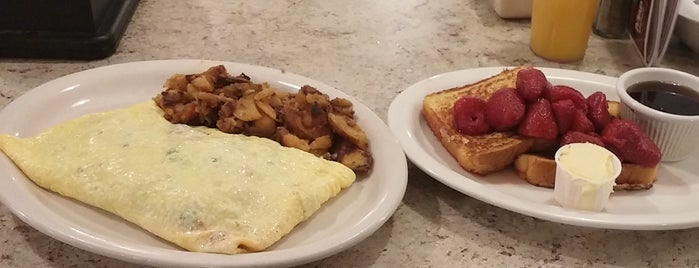 Monica's State St. Diner is one of Take a Trip to Mystic, CT..