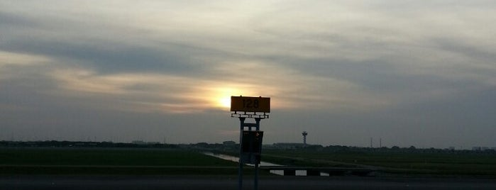 Bay 128 is one of TH-Airport-BKK-3.