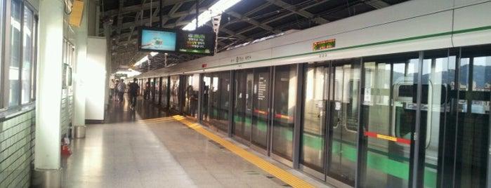 구의역 (Guui Stn.) is one of Subway Stations in Seoul(line1~4 & DX).