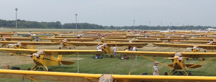 EAA Airventure 2012 is one of Places to go!.