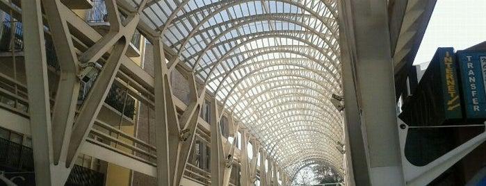 Paseo Las Palmas is one of Shopping en Stgo..