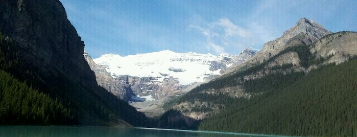 Lake Louise is one of Canada Favorites.