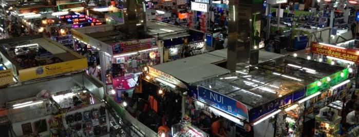 พันธุ์ทิพย์ พลาซ่า ประตูน้ำ (Pantip Plaza Pratunam) is one of All-time favorites in Thailand (#2).
