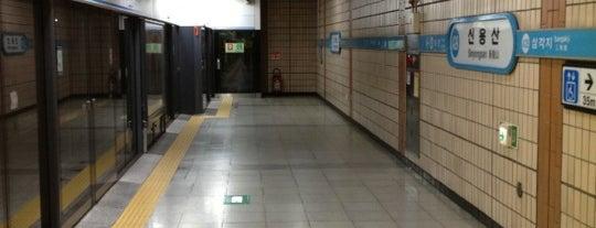 신용산역 (Sinyongsan Stn.) is one of Subway Stations in Seoul(line1~4 & DX).