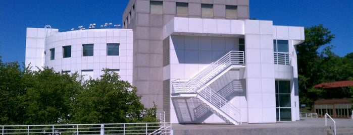 Des Moines Art Center is one of Entertainment: USA.