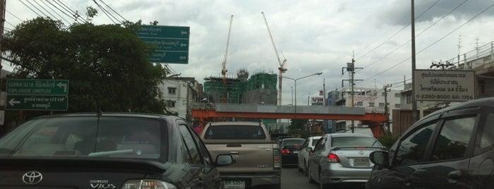 แยกแคราย (Khae Rai Intersection) is one of ถนน.