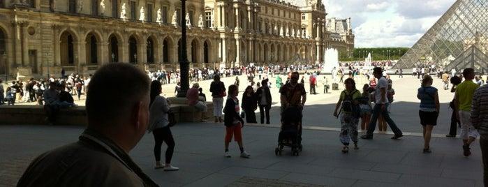 Palais Royal is one of Shopping Paris.
