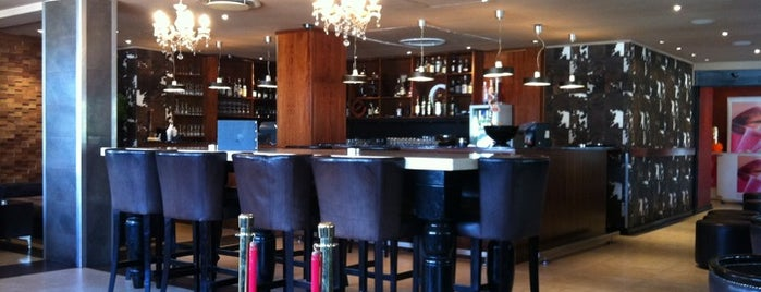 Metro Café & Bar is one of Favorite Food.