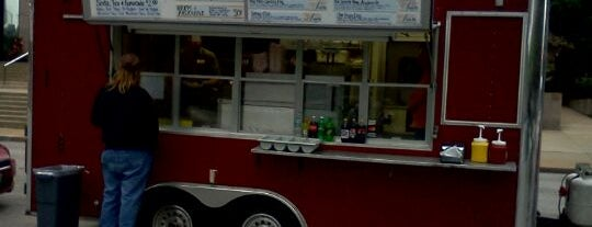 Papa Tom's Gateway DogHouse is one of Saint Louis Food Trucks.