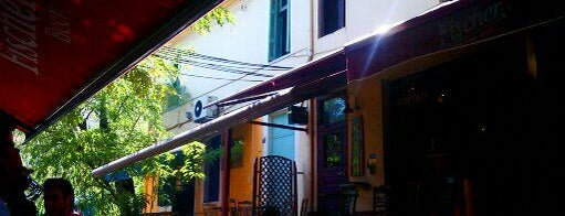 Santa Botella is one of Bars in Athens.