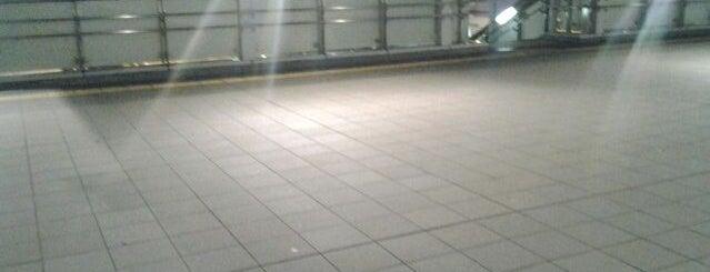 新横浜駅北口歩道橋 is one of 新横浜マップ.