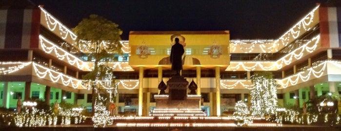 สถาบันเนติบัณฑิตยสภา (The Thai Bar) is one of Law Enforcement.