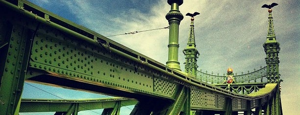 Liberty Bridge is one of budapesti hidak.