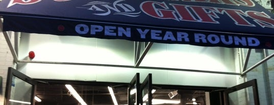 Yawkey Way Store (Red Sox Team Store) is one of Loisirs.