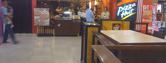 Pizza Hut is one of Must-visit Food in Pontianak.