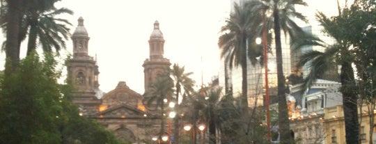 Plaza de Armas is one of Para visitar en Santiago.