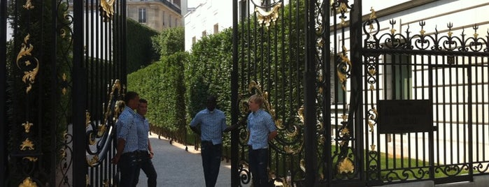 Abercrombie & Fitch is one of Guide to Paris's best spots.