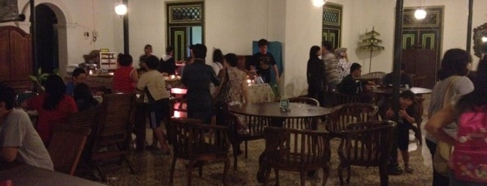 Pendopo Ndalem Resto is one of Must-visit Food in Yogyakarta.