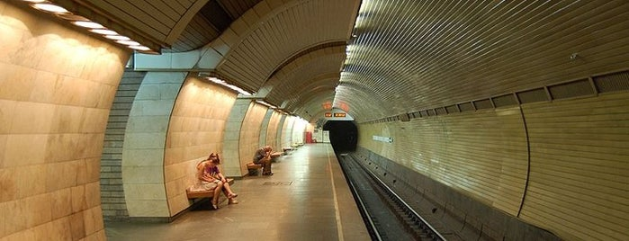 Станція «Печерська» / Pecherska Station is one of Київський метрополітен.