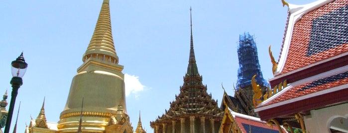 วัดพระศรีรัตนศาสดาราม (Temple of the Emerald Buddha) วัดพระแก้ว is one of Bangkok (กรุงเทพมหานคร).