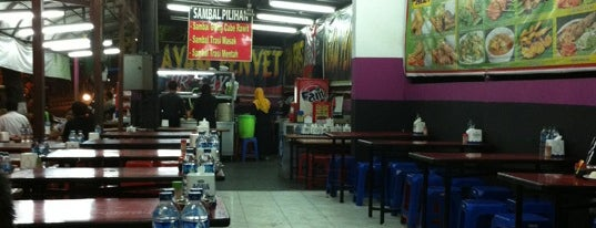 Ayam Penyet Surabaya & Bakar KQ5 is one of Guide to Medan's best spots.