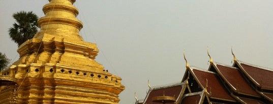วัดพระธาตุศรีจอมทองวรวิหาร (Wat Phra That Sri Chom Thong Voravihan) is one of Chaing Mai (เชียงใหม่).