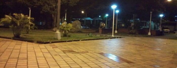 Divino Redentor Unidad Vecinal is one of Plazas, Parques, Zoologicos Y Algo Mas.