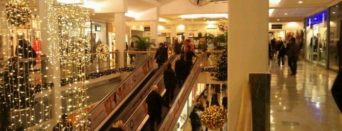 Carrefour İçerenköy AVM is one of İstanbul'daki Alışveriş Merkezleri.