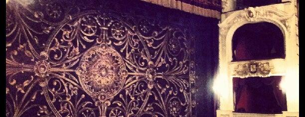 Teatro Municipal de Santiago is one of Para visitar en Santiago.
