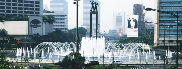 Bundaran Hotel Indonesia (Monumen Selamat Datang) is one of Must Visit Places in Jakarta ( Indonesia ).