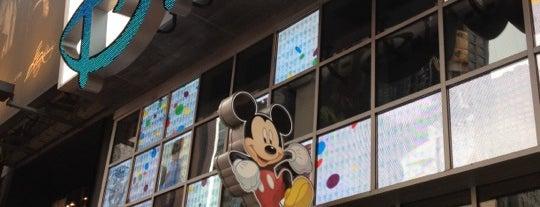 Disney Store is one of Mis lugares más queridos !.