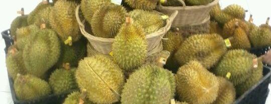 Giant Hypermarket is one of Kaula Lumpur-Singapore-Indonesia-2011.