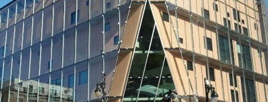 Le 2-22 is one of Quartier des Spectacles.