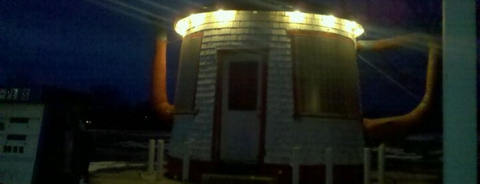 National Historic Teapot Service Station is one of Buildings Shaped Like the Food They Serve.