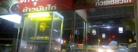 ก๋วยเตี๋ยวไก่ ส.สุนทร is one of ของกินริมถนน อ.เมือง โคราช - Korat Hawker Food.