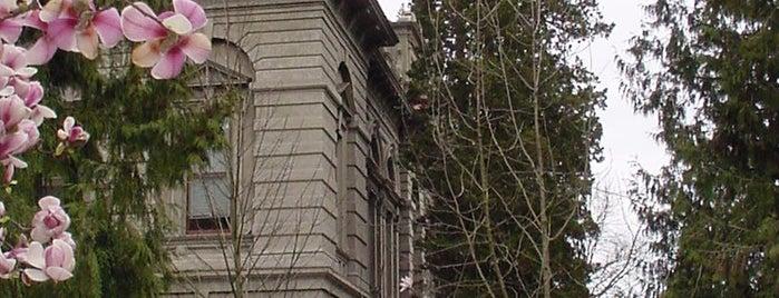 Villard Hall is one of University of Oregon Buildings.