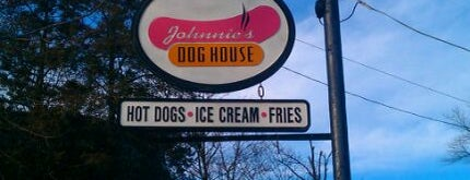 Johnnie's Dog House is one of Places to go on the main line.